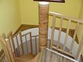 Na poschodie vedie točité schodisko