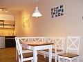Kuchynka s jedálenským stolom
